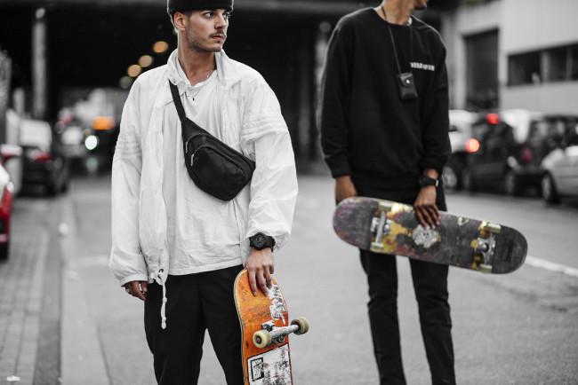 Młodzież z zegarkami Casio